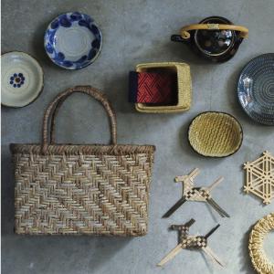 民藝のうつわをはじめ、かごやザル、箒などの荒物、郷土玩具など、日本の手仕事をご紹介。