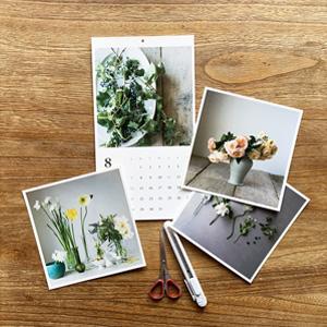 写真部分は切り取ってフォトカードに。裏面には花にまつわるミニコラムも。